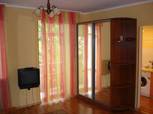 1-комнатная квартира посуточно в Одессе. Приморский район, пр-т Шевченко, 19а. Фото 1