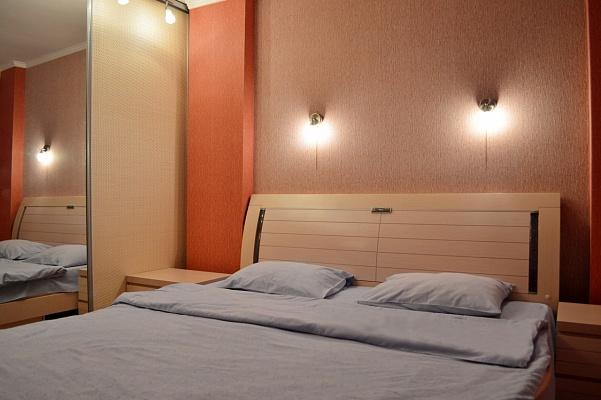 2-комнатная квартира посуточно в Киеве. Оболонский район, пл. Оболонская, 2. Фото 1