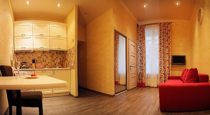 2-комнатная квартира посуточно в Одессе. Приморский район, ул. Дерибасовская, 13. Фото 1
