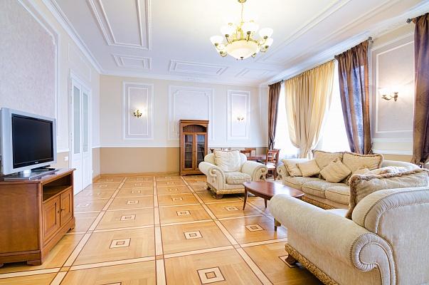 3-комнатная квартира посуточно в Львове. Галицкий район, ул. Саксаганского, 3. Фото 1