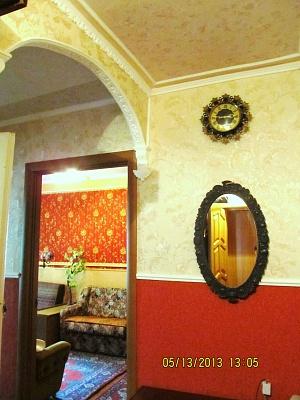 2-комнатная квартира посуточно в Сумах. Заречный район, ул. Петропавловская, 72. Фото 1