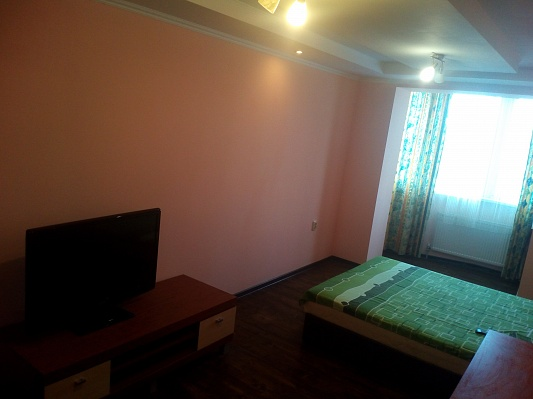 1-комнатная квартира посуточно в Ивано-Франковске. ул. Хотинская, 12. Фото 1