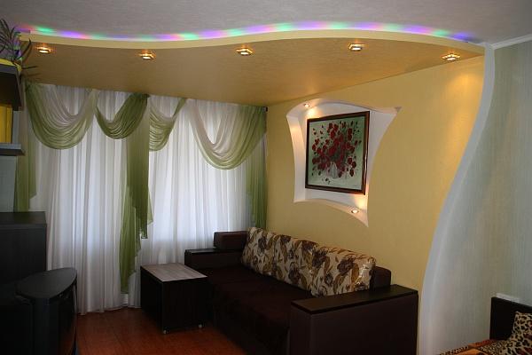 1-комнатная квартира посуточно в Днепропетровске. Амур-Нижнеднепровский район, ул. М. Малиновского, 60. Фото 1