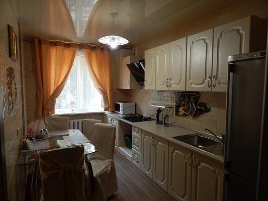 3-комнатная квартира посуточно в Южном (Крым). ул. Химиков, 20. Фото 1
