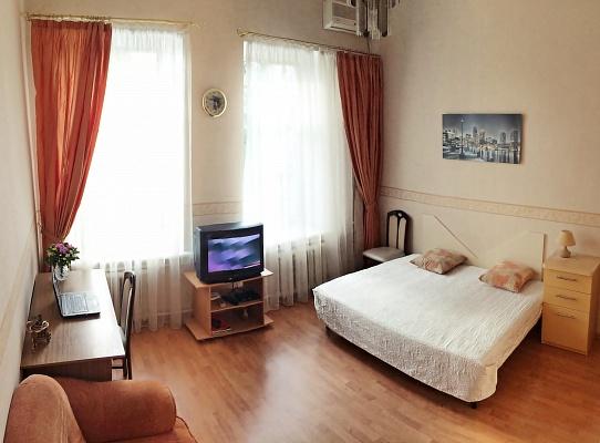 1-комнатная квартира посуточно в Одессе. Приморский район, пер. Катаева, 6. Фото 1