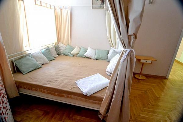 4-комнатная квартира посуточно в Киеве. Печерский район, ул. Шота Руставели, 4. Фото 1