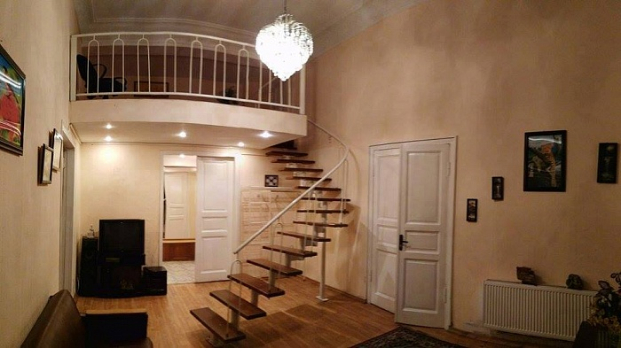 4-комнатная квартира посуточно в Одессе. Приморский район, ул. Дерибасовская, 11. Фото 1