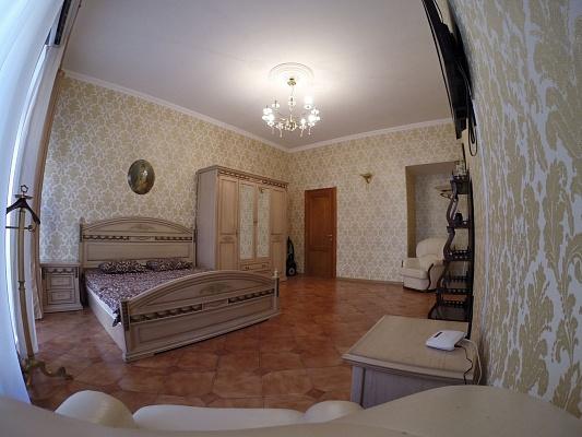 2-комнатная квартира посуточно в Одессе. Приморский район, пер. Воронцовский, 6. Фото 1