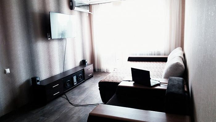 2-комнатная квартира посуточно в Южном. Ленина, 9. Фото 1