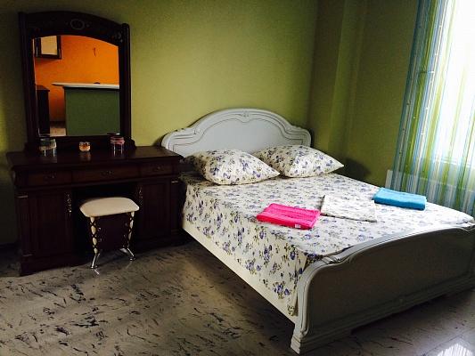 1-комнатная квартира посуточно в Киеве. Дарницкий район, ул. 53-я Садовая, 16. Фото 1