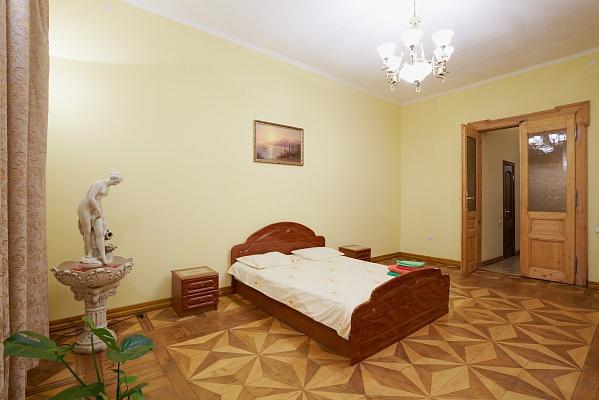 2-комнатная квартира посуточно в Львове. Галицкий район, ул. Лисенка , 4. Фото 1