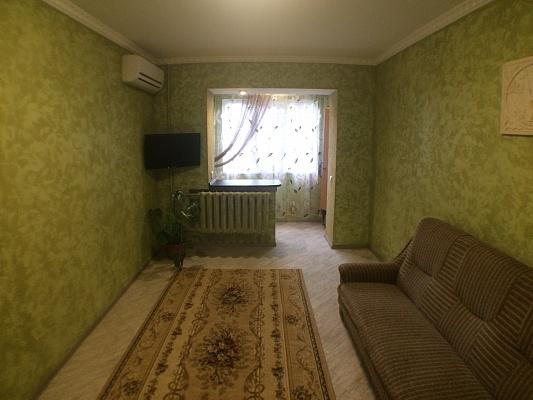 1-комнатная квартира посуточно в Ильичёвске. ул. Данченко, 3а. Фото 1