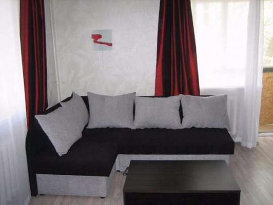 1-комнатная квартира посуточно в Артемовске. ул. Мира (Артема), 50. Фото 1