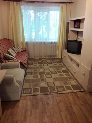 2-комнатная квартира посуточно в Симферополе. Центральный район, ул. Дмитрия Ульянова, 8. Фото 1