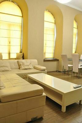 3-комнатная квартира посуточно в Львове. ул. Богдана Хмельницкого, 15. Фото 1