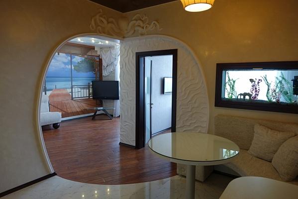 3-комнатная квартира посуточно в Одессе. ул. Литературная, 12а. Фото 1