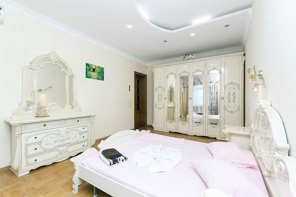 3-комнатная квартира посуточно в Киеве. Печерский район, ул. Ивана Мазепы, 3. Фото 1