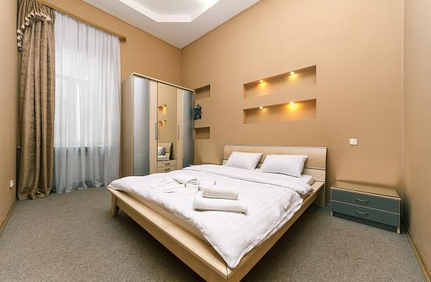 2-комнатная квартира посуточно в Киеве. Печерский район, ул. Лютеранская, 6. Фото 1