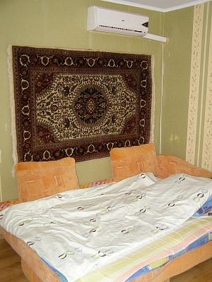 2-комнатная квартира посуточно в Южном. ул. Новобилярская, 20. Фото 1