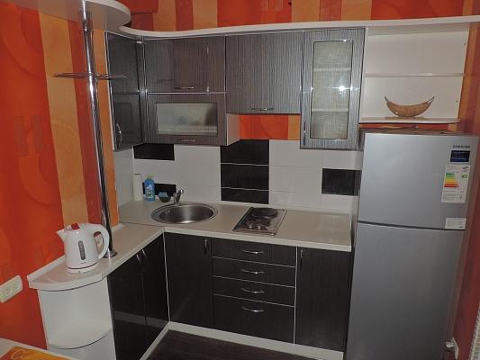 1-комнатная квартира посуточно в Мариуполе. пр-т Металлургов, 84а. Фото 1
