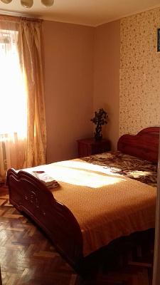 2-комнатная квартира посуточно в Ивано-Франковске. ул. Набережная им. В. Стефаника, 32. Фото 1