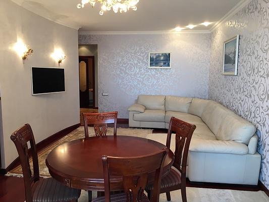 2-комнатная квартира посуточно в Ильичёвске. ул. 1-го Мая, 1Г. Фото 1