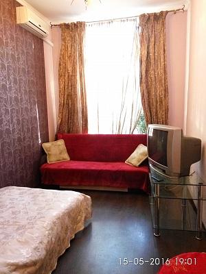 1-комнатная квартира посуточно в Одессе. ул. Коблевская, 23. Фото 1