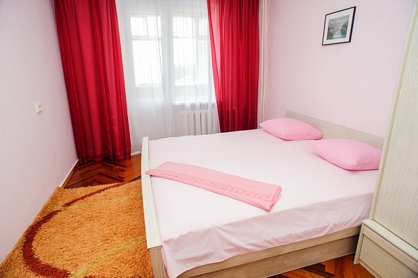 3-комнатная квартира посуточно в Черкассах. ул. Гоголя, 290. Фото 1