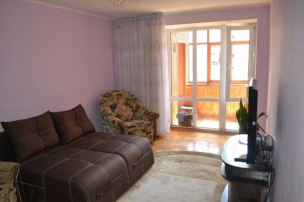 2-комнатная квартира посуточно в Ивано-Франковске. ул. Галицкая, 21. Фото 1