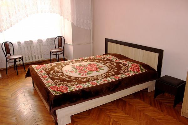 3-комнатная квартира посуточно в Ровно. ул. Соборная, 15. Фото 1