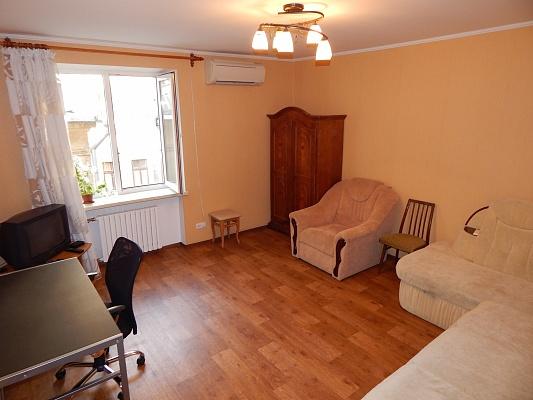 1-комнатная квартира посуточно в Одессе. ул. Новосельского, 73. Фото 1