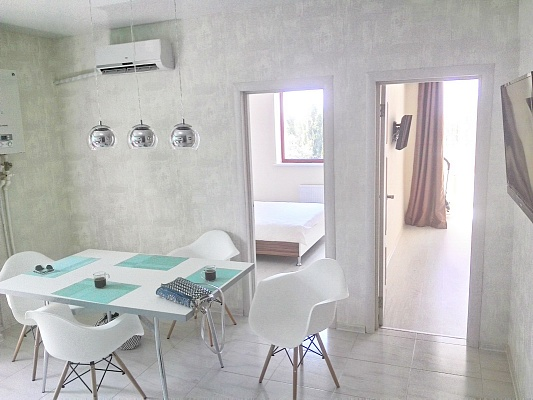 2-комнатная квартира посуточно в Одессе. Приморский район, ул. Маршала Говорова, 10В. Фото 1