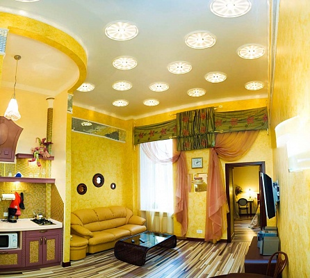 2-комнатная квартира посуточно в Одессе. Приморский район, ул. Дерибасовская, 12. Фото 1