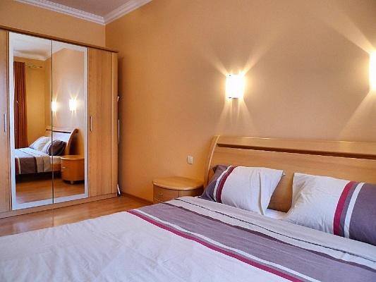 2-комнатная квартира посуточно в Севастополе. Ленинский район, Советская, 3. Фото 1