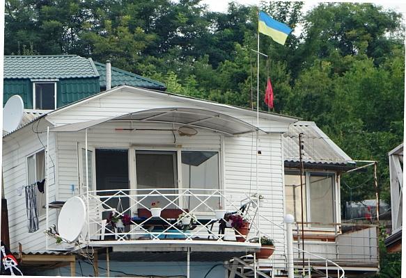 1-комнатная квартира посуточно в Одессе. ул. Набережная, 137пр. Фото 1