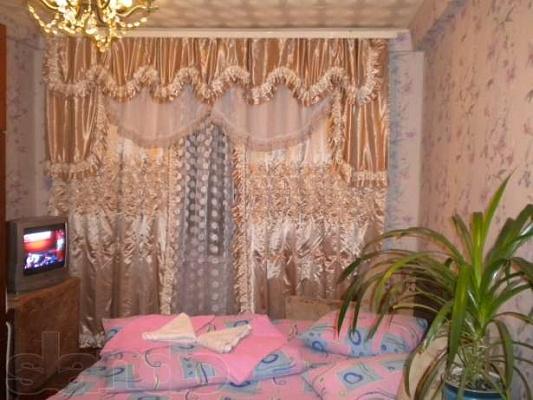 1-комнатная квартира посуточно в Киеве. ул. М. Гречко, 20 б. Фото 1