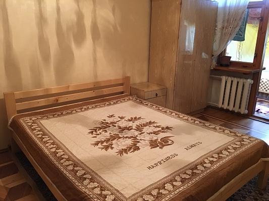 2-комнатная квартира посуточно в Ильичёвске. пр-т Мира (Ленина), 24. Фото 1