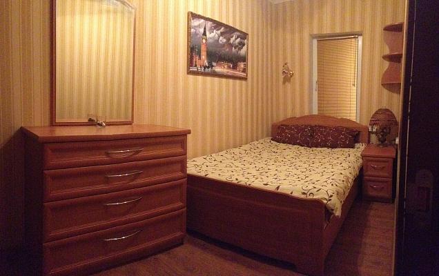 1-комнатная квартира посуточно в Чернигове. Деснянский район, ул. Святониколаевская, 28. Фото 1