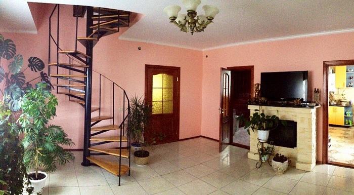 3-комнатная квартира посуточно в Хмельнике. ул. Вавилова, 19. Фото 1