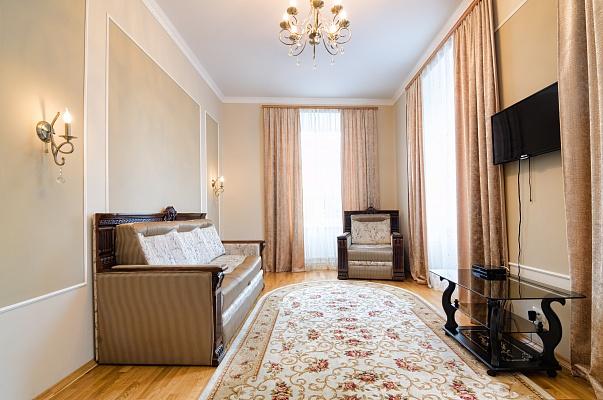 2-комнатная квартира посуточно в Львове. Галицкий район, пл. Галицкая, 20. Фото 1