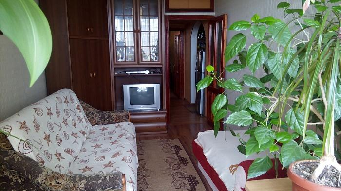 3-комнатная квартира посуточно в Ильичёвске. ул. Лазурная, 7. Фото 1