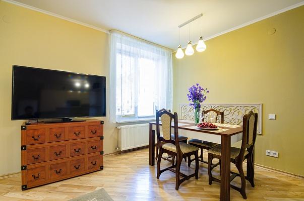 2-комнатная квартира посуточно в Львове. Галицкий район, пр-т Свободы, 41. Фото 1