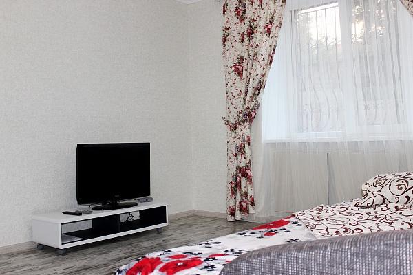 1-комнатная квартира посуточно в Ровно. ул. Богоявленская (Черняка), 38. Фото 1