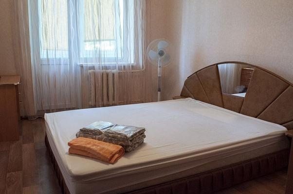 2-комнатная квартира посуточно в Киеве. Оболонский район, ул. Маршала Тимошенко, 5. Фото 1