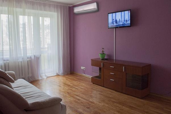2-комнатная квартира посуточно в Киеве. Оболонский район, ул. Маршала Тимошенко, 3в. Фото 1
