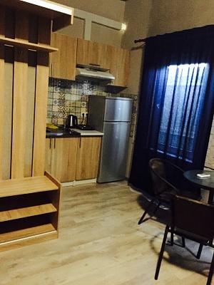 1-комнатная квартира посуточно в Одессе. ул. Посмитного, 10. Фото 1