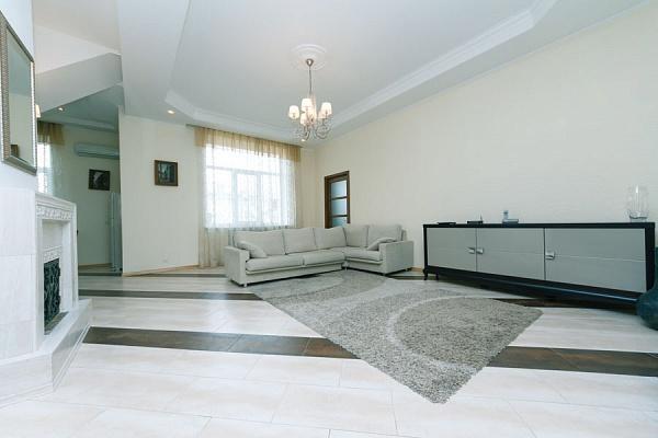 4-комнатная квартира посуточно в Киеве. Подольский район, Андреевский спуск, 2-в. Фото 1