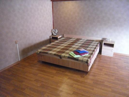 1-комнатная квартира посуточно в Симферополе. Центральный район, ул. Екатерининская, 14. Фото 1