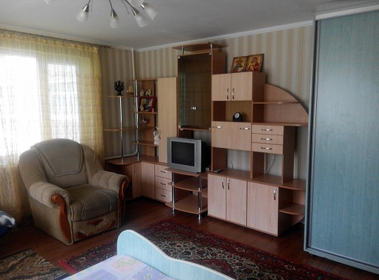 1-комнатная квартира посуточно в Кузнецовске. мкр. Строителей, 18. Фото 1