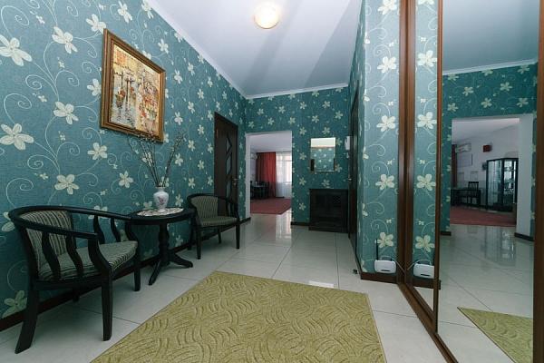 3-комнатная квартира посуточно в Киеве. Печерский район, ул. Панаса Мирного, 15. Фото 1